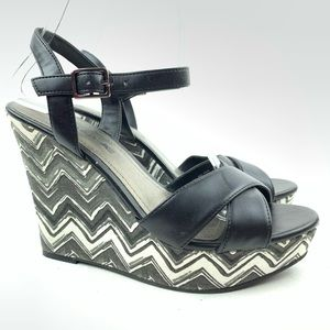 American Eagle Sandals sz 6 37.5 Chevron wedges